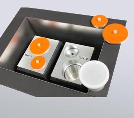 Isothermes Zwei-Kanal Kalorimeter Calmetrix I-Cal 2000 HPC mit geöffnetem Deckel – Detailansicht der zwei thermisch voneinander abgekoppelten Messplätze in Zwillingsbauweise (jeweils Mess- und Referenzseite) mit Kunststoff-Probenbehälter