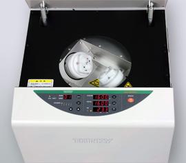 Die zwei 77 mm Becherhalter des ARE-400Twin dienen zur Aufnahme zahlreicher verschiedener Behälter mittels Adapter