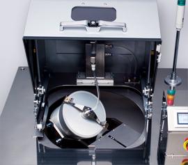 Durch die direkte Anbindung der Pumpe an den Behälter wirkt das Vakuum besonders stark. Sichtfenster für Drehzahlvalidierung