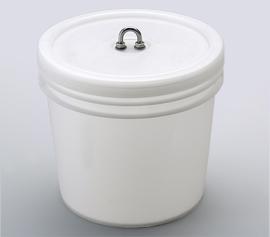 Standardbehälter ist ein 4.000 ml HDPE-Eimer der mit bis zu 3.000 ml gefüllt werden darf (auch in schwarz erhältlich). Im Standardlieferumfang sind 5 Stück enthalten