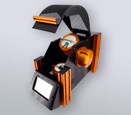 Katanax Fluxer K1 Prime mit geöffneter Sicherheitsabdeckung, Ansicht der separaten Tiegel- und Abgießschalenheizung