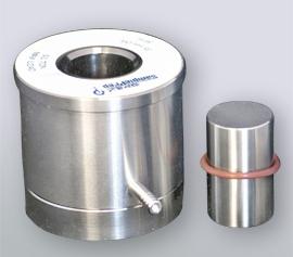 35mm Presswerkzeug aus Edelstahl bestehend aus: evakuierbarer Körper mit Unterteil, Pressstempel und Vakuumdichtung, zwei polierte Pressscheiben aus Stahl, Ausdrückring.