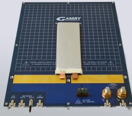 Gamry Batterie-Halterung für Pouchzellen mit gesicherter Reproduzierbarkeit und Zuverlässigkeit der Messergebnisse durch echte 4-Punkt Kelvin-Kontaktierung