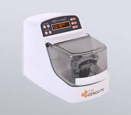 Zellaufschluss-Mühle SPEX 1200 GenoLyte® mit geschlossenem Deckel, betriebsbereit, Seitenansicht